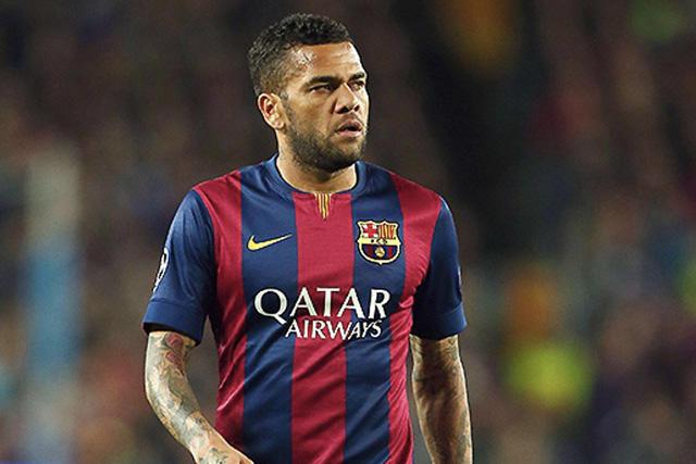 Dani Alves le tira al Barcelona