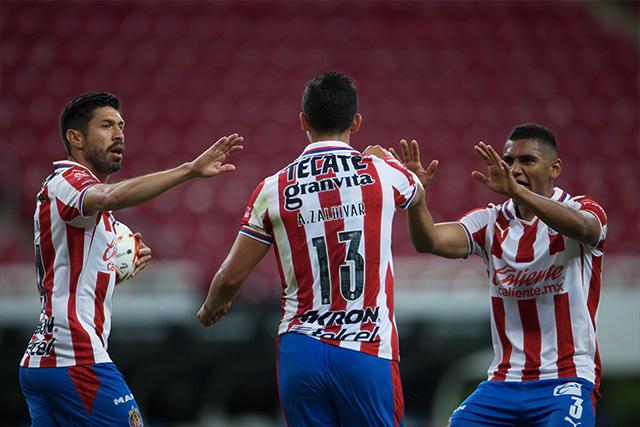 Chivas venció 3-1 a Rayados