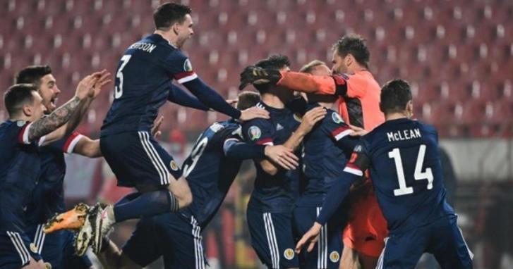 Escocia vence a Serbia en penales