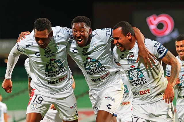 Pachuca goleó 3-0 a Santos