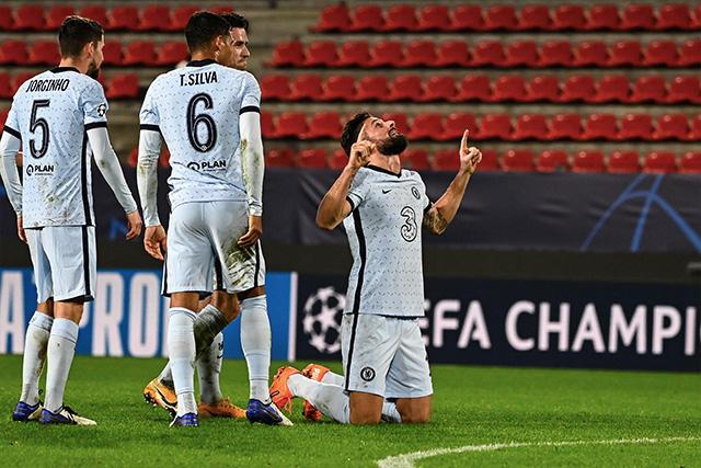 Chelsea gana de último minuto con gol de Giroud y se mete a los octavos de la Champions