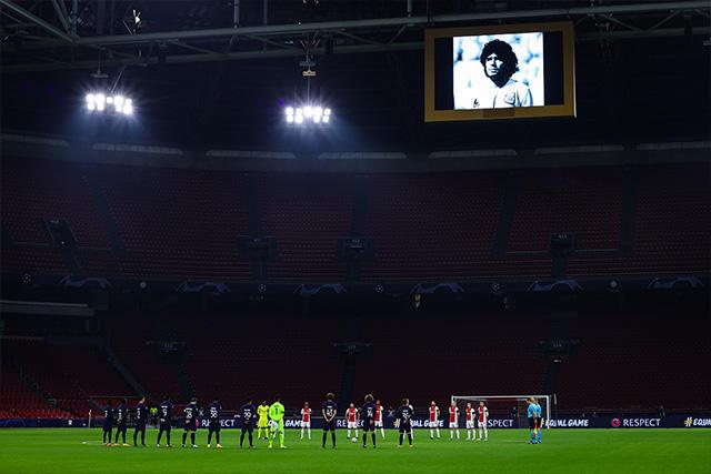 Homenaje a Maradona en la previa del Ajax vs Midtjylland
