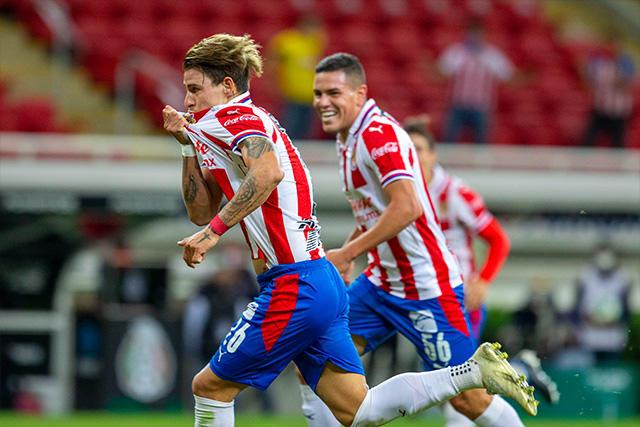 Chicote Calderón celebra su gol ante América
