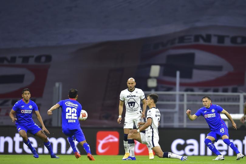 Cruz Azul vs Pumas en el Estadio Azteca durante la última jornada del Guard1anes 2020.