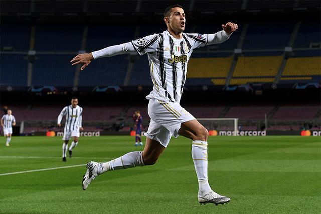 Cristiano Ronaldo marcó doblete ante el Barcelona para el 3-0 de la Juventus