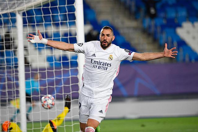 Karim Benzema puso al Real Madrid en los octavos de Champions como primero de grupo