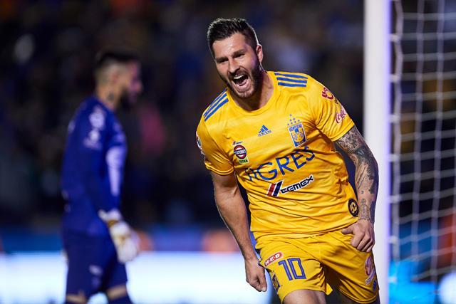 Gignac celebra su gol a Pumas