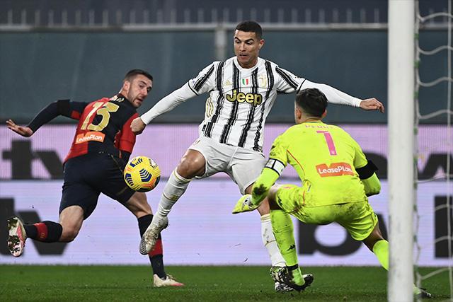 Cristiano Ronaldo ante Mattia Perin