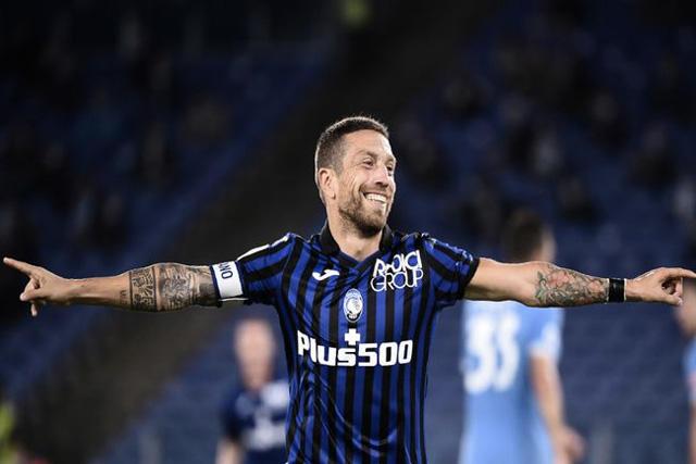 Papu Gómez podría jugar en el PSG