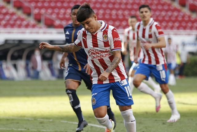La Chofis López es uno de los 12 jugadores transferibles en Chivas
