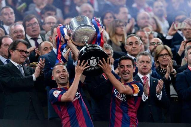 Andrés Iniesta y Xavi Hernández con el Barcelona