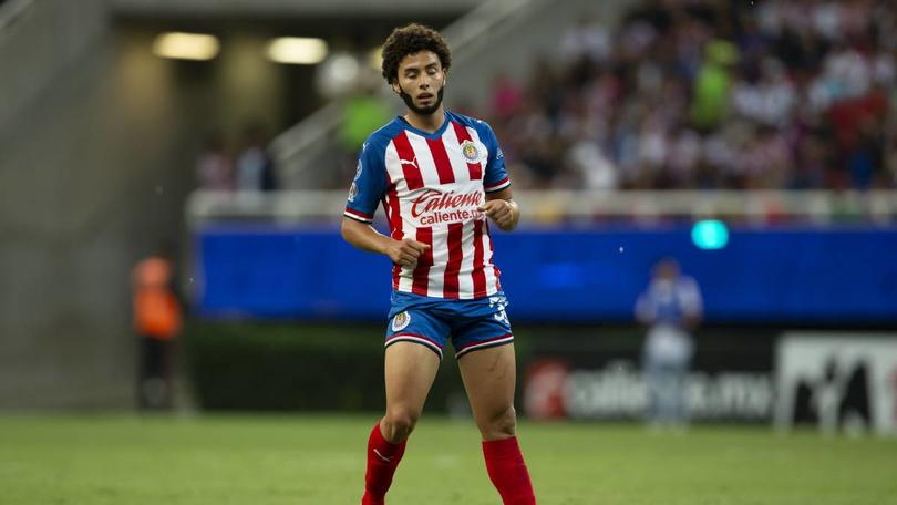 César Huerta, el nuevo refuerzo de Chivas se rifó un golazo.