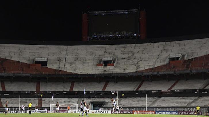 Estadio Monumental sin afición