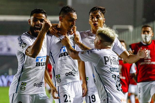 Santos gano con autoridad en la vuelta de las semifinales