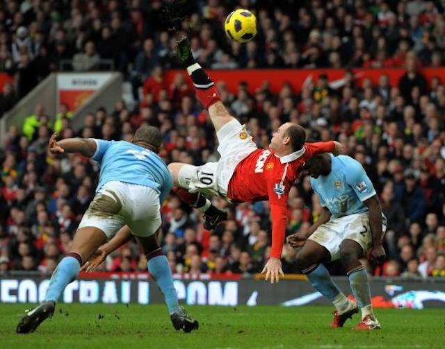 Wayne Rooney marcando un gol de chilena