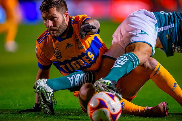 Gignac es baja de Tigres ante Santos