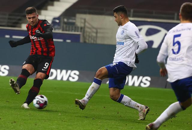 Doblete de Jovic en la victoria 3-1 sobre Schale 04