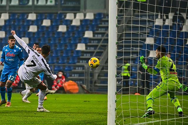 Cristiano Ronaldo adelanta a la Juventus ante el Napoli en la Supercopa de Italia