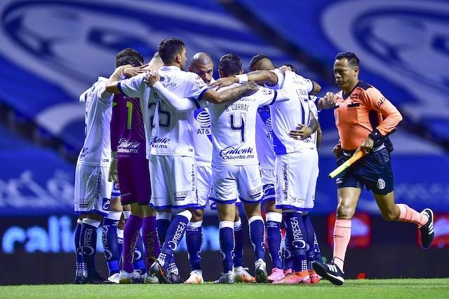 Jugador de Puebla realiza la falla de la jornada