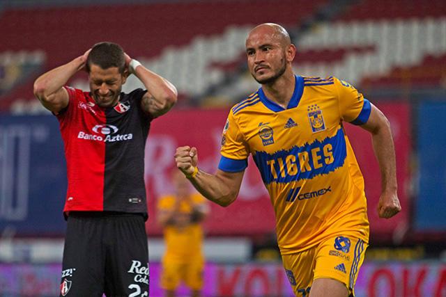 Carlos González celebra su segundo gol con la camiseta de Tigres