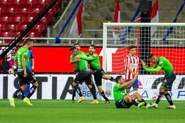 Bravos le pegó 2-1 a Chivas de visita en la J4