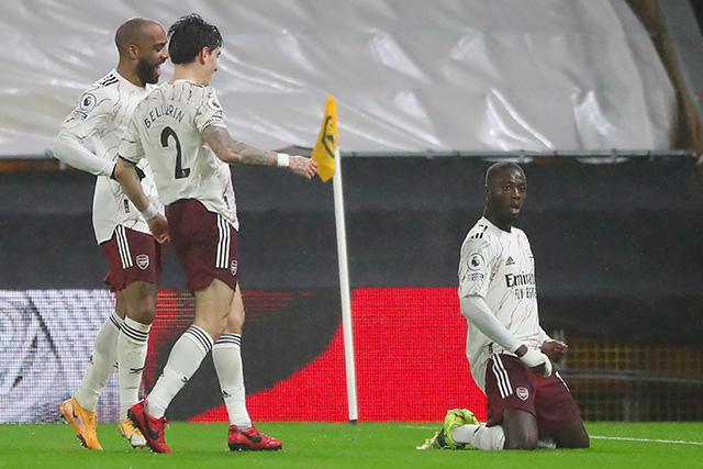 Nicolas Pépé se aventó un señor golazo ante Wolves que va directo al Puskas