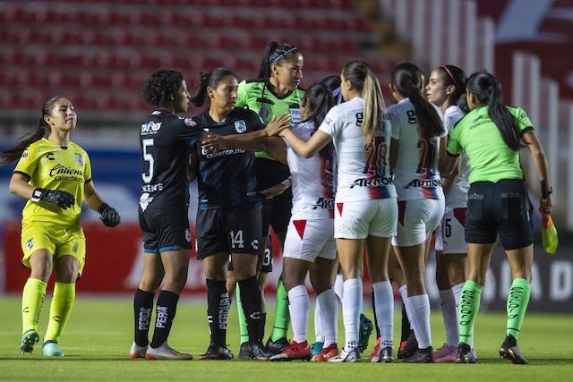 Carolina Jaramillo agredió a una jugadora de Gallos al finalizar el encuentro