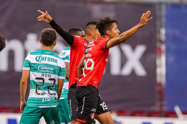 Atlas empató al 90+4 ante Santos