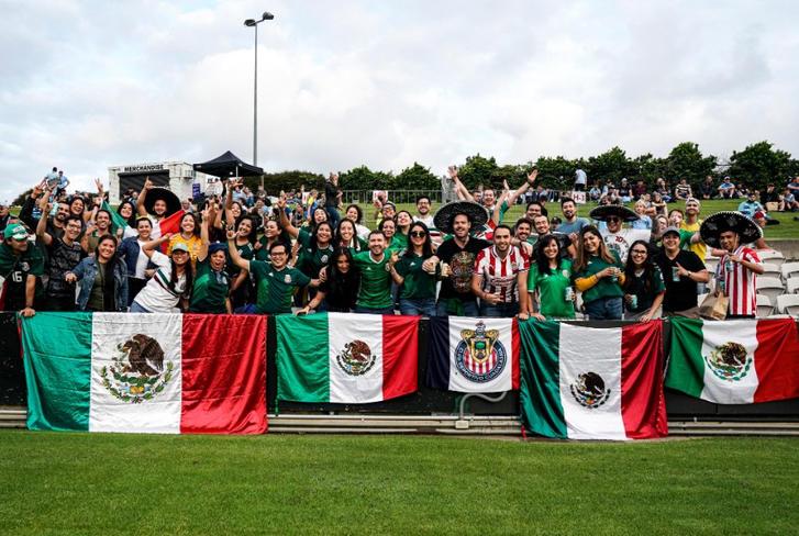 Afición mexicana en el Sydney vs Phoenix