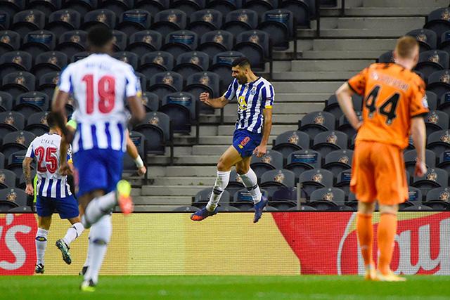 Taremi festeja el 1-0 del Porto ante la Juventus