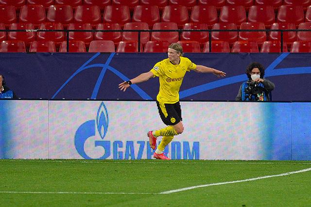 Dortmund derrotó de manera contundente al Sevilla en los octavos de final de ida