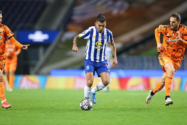 Tecatito Corona en el partido del Porto vs Juventus