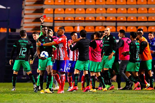Félix Torres acusó ser víctima de insultos racistas en el juego ante San Luis