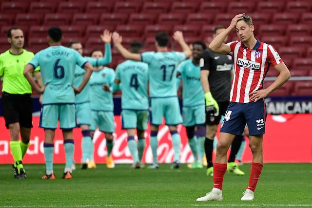 Atlético perdió ante el Levante y deja la Liga abierta para el Barcelona y Real Madrid