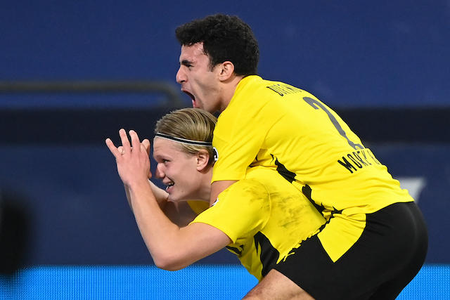 Haaland marcó el segundo gol del Dortmund frente al Schalke 04