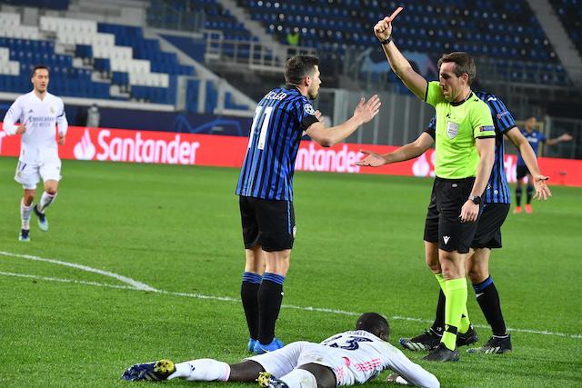 Atalanta juega con 10 hombres desde el minuto 17