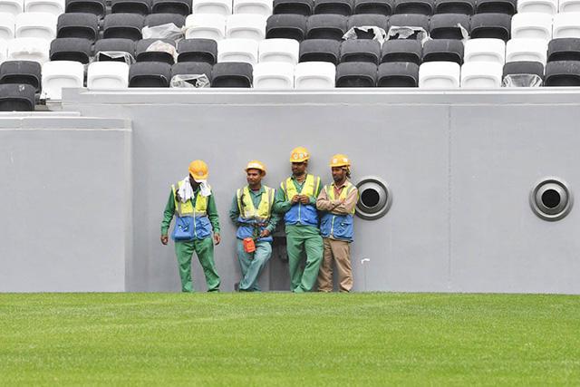 Trabajadores de la construcción de estadios para el Mundial Qatar 2022