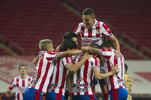 Chivas logra vencer a Pumas y regresa al triunfo