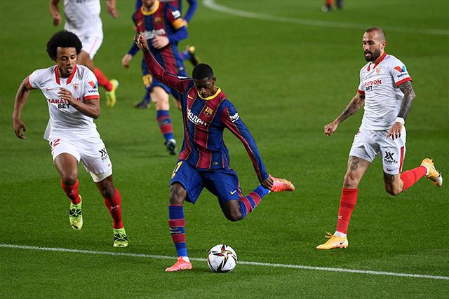 Dembélé habría pedido su cambio por una lesión en la pierna izquierda