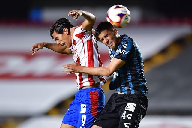 JJ Macías metió el gol del empate para las Chivas