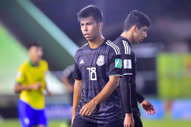 Efraín Álvarez sigue sin decidir si jugará para México o Estados Unidos