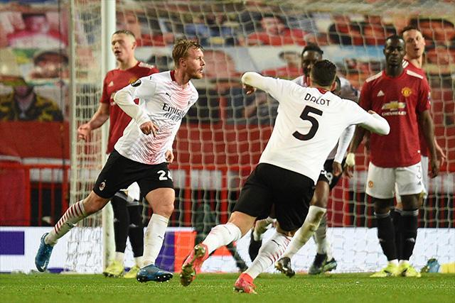 Milan rescata el empate ante el Manchester United al 90+2'