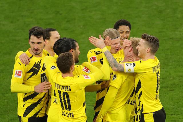 Jugadores del Dortmund celebran el gol de Brandt
