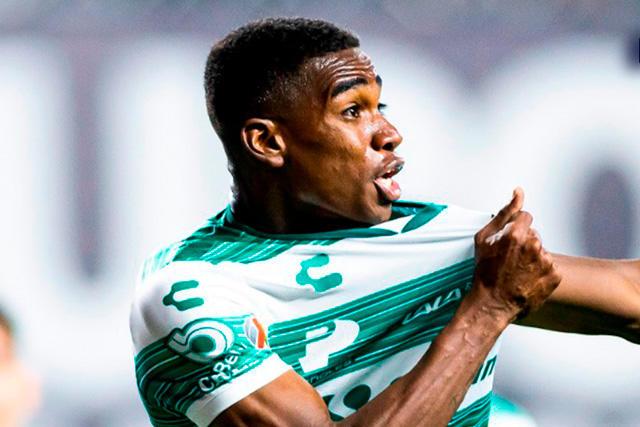 Félix Torres celebra su gol ante Xolos