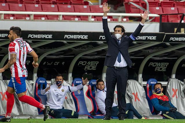 Santiago Solari y su gesto con los jugadores de Chivas
