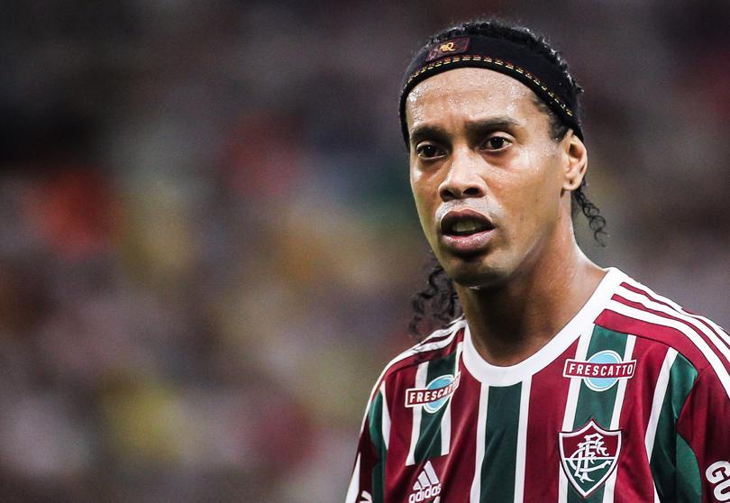 Ronaldinho estaría abusando del alcohol tras la muerte de su madre