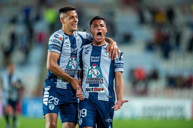 Roberto de la Rosa celebra su golazo ante Tigres