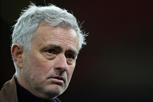 José Mourinho podría quedarse sin trabajo si no mete al Tottenham a la Champions League