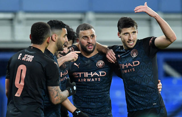 Gundogan celebra con sus compañeros el primer gol del partido