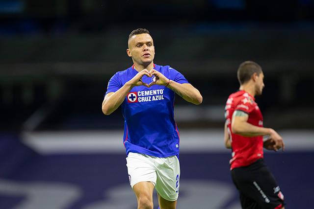 Cruz Azul vence al Atlas con doblete del Cabecita Rodríguez